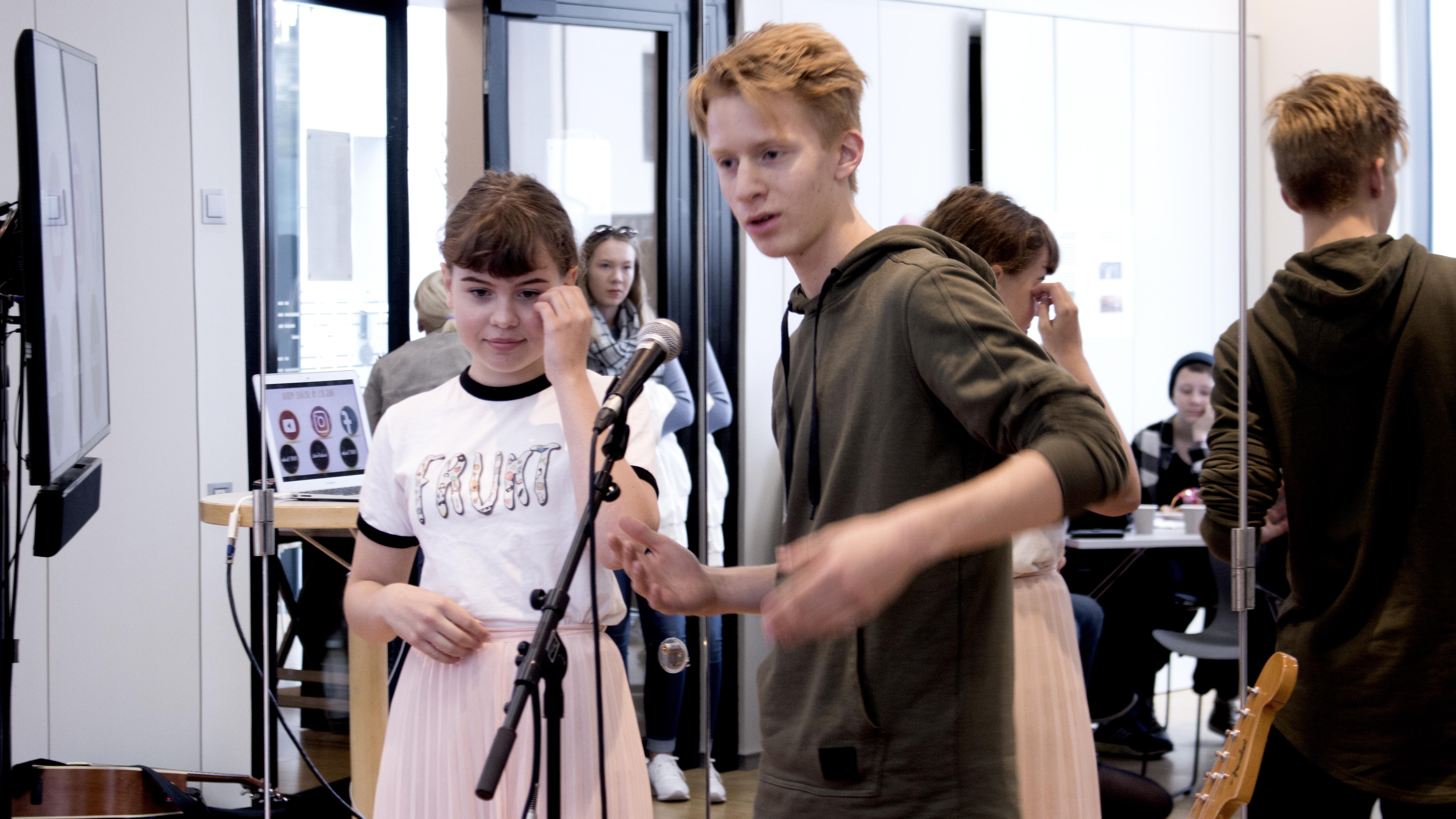 Henriette og Oscar i FRUKT-teamet forteller om FRUKT.